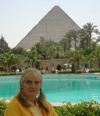 Stella, pyramid and pool